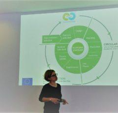 Cristina Sendra explaiing circular construction